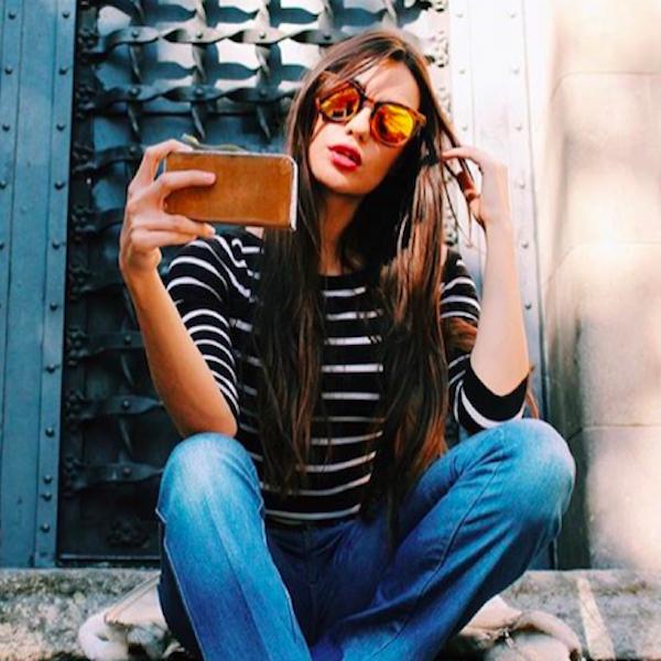 Gafas de sol de madera Yellow Cheetah Ivette Balaguer - Modelo y Monster Girl